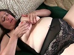Curvy granny takes humanity of her throbbing clit