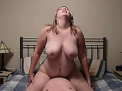 Chunky housewife rides a alive dick until she reaches her agonorgasmos