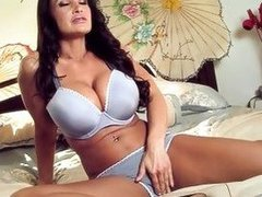 Massive Bumpers MILF Lisa Ann
