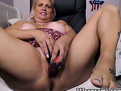 Mature blond fat a-hole camgirl masturbates on camera